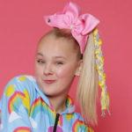 Chi è e cosa fa JoJo Siwa, la 15enne dai vestiti unicorno diventata milionaria