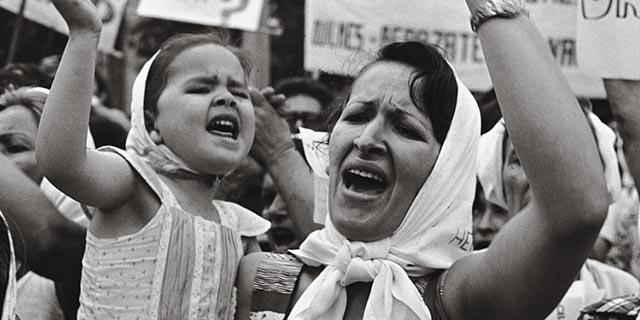Madri di Plaza de Mayo: 4 storie strazianti di donne e dei loro figli desaparecidos