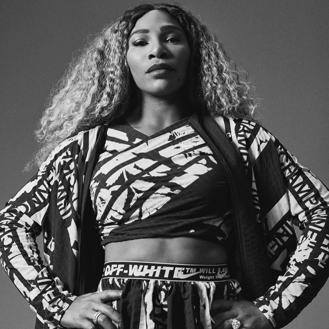 Il significato del nuovo look di Serena Williams e quelle parole incise sopra