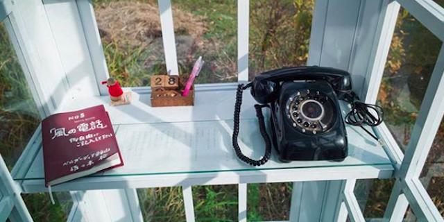 """Cos'è il """"telefono del vento"""" con cui molte persone parlano con i propri defunti"""
