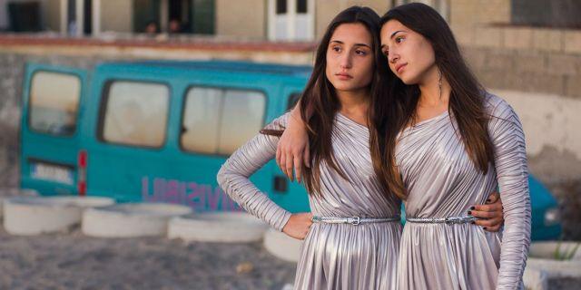 6 storie di gemelli siamesi, i fratelli e le sorelle con due corpi uniti in uno