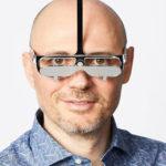 Come vede il mondo una persona alta? Gli occhiali per bassi che vogliono capire