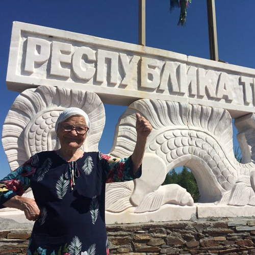 Chi è Yelena Yerjova, la nonna 91enne che usa la pensione per girare il mondo
