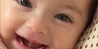 Neonato che sorride