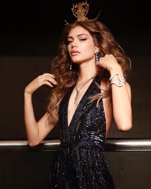 Chi è Valentina Sampaio, prima modella trans in copertina su Sports Illustrated