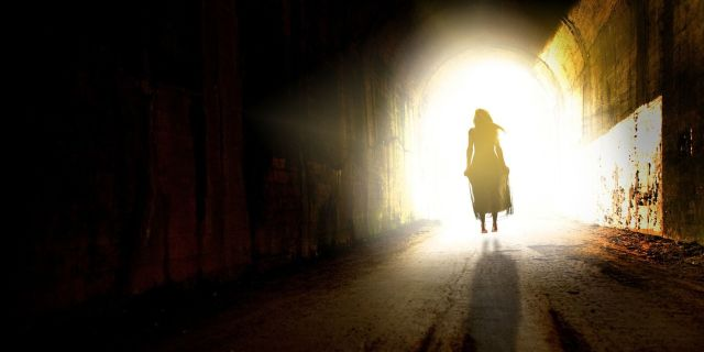Esperienze pre morte: 3 testimonianze di chi è tornato dall'aldilà