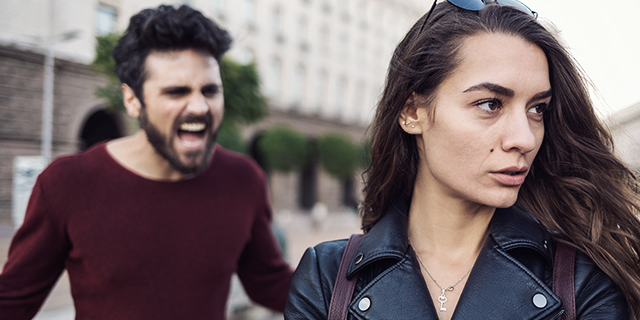 Quelle violenze psicologiche e fisiche che rischi stando con un narcisista perverso
