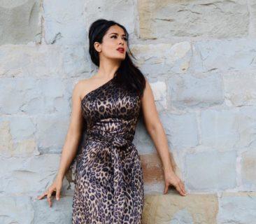 Salma Hayek che non ha paura di farsi vedere sexy o senza trucco a 54 anni