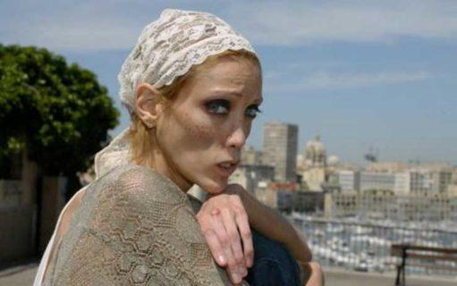 """Isabelle Caro e l'anoressia: """"Non volevo crescere per piacere a mia mamma"""""""