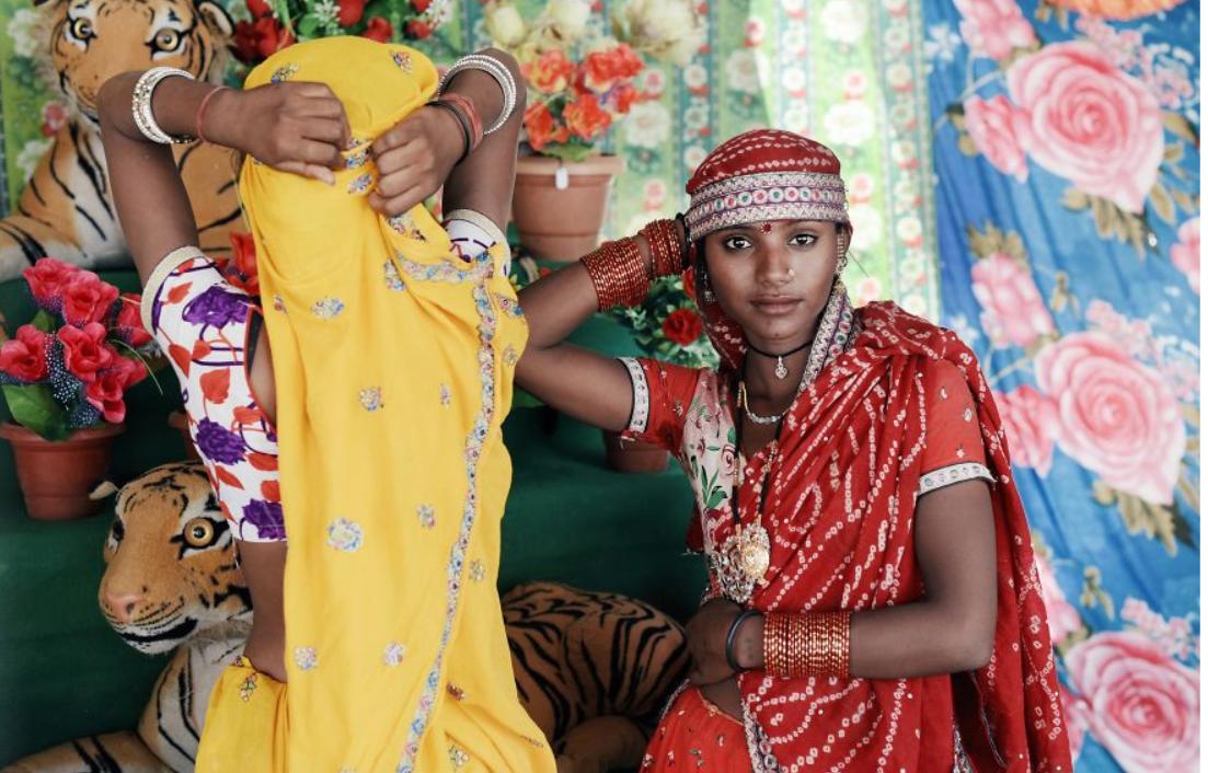 """""""Che cos'è una donna?"""" 18 immagini raccontano la femminilità in tutto il mondo"""