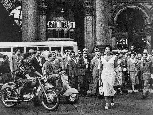 """""""Qui c'è Moira Orfei che ha fatto fermare tutta Milano per il suo culo"""""""