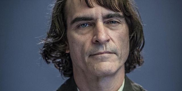 Quel dolore immenso di Joaquin Phoenix per il fratello River, morto tra le sue braccia