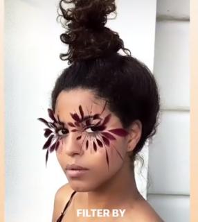 La storia (e l'artista) dietro il filtro ciglia a piuma di Instagram