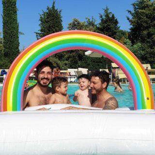 """""""Com'è la vita da 'genitori gay'"""": la famiglia tutta maschile di Carlo e Christian"""