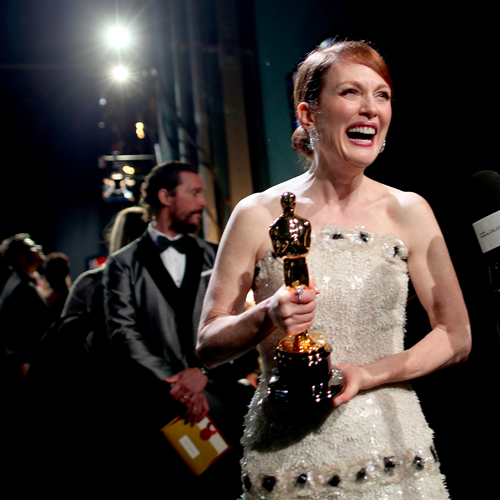 Julianne Moore, la grazia e la forza dietro i capelli rossi più belli di Hollywood
