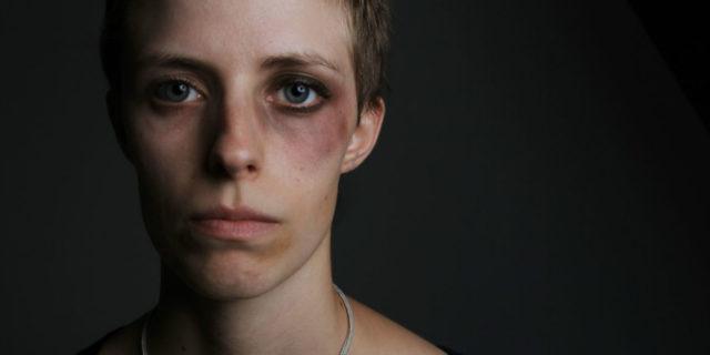 La violenza domestica vista da chi l'ha subita e come denunciare senza rischi
