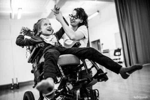 Essere artisti e disabili: 12 immagini che sfidano i limiti
