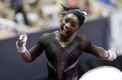 Oltre gli abusi e il dolore: Simone Biles, la ginnasta più forte di tutti i tempi