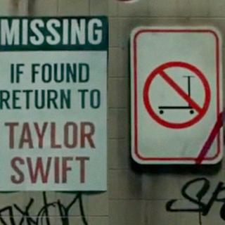 """Come Taylor Swift è diventata un uomo nel video di """"The Man"""" e perché"""