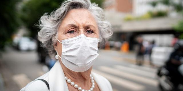 Coronavirus: le mascherine bloccano davvero il contagio?