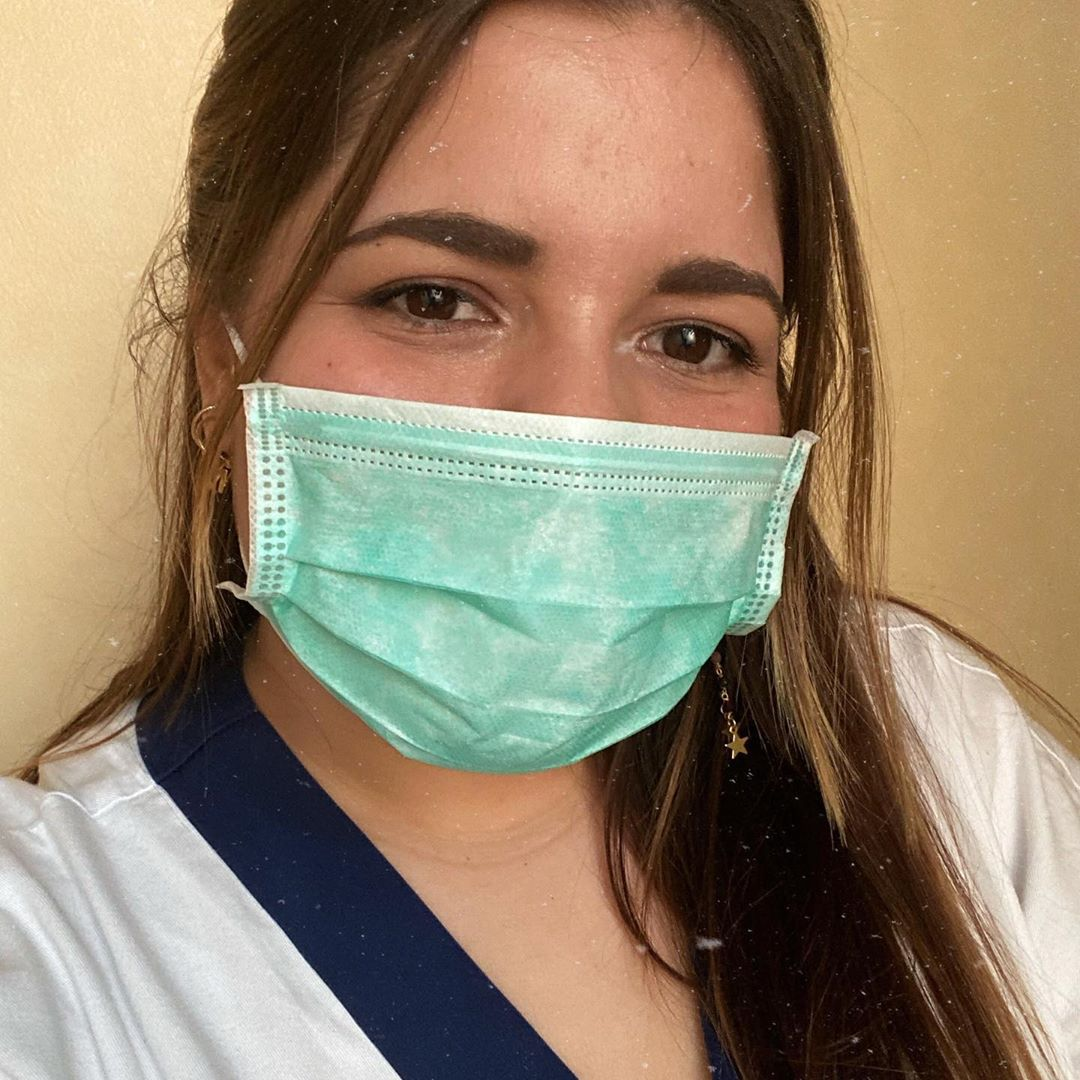 I segni sul volto delle donne che stanno combattendo il Coronavirus in prima linea
