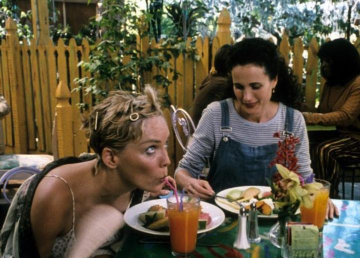"""Chiedevo a mamma: Perché bevi?"", l'infanzia difficile di Andie MacDowell"
