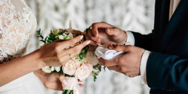 Online, in forma privata o rimandati: come il Coronavirus ha cambiato i matrimoni