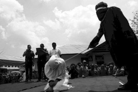 Condannate a morte per adulterio: 9 storie di donne e dei loro assassini