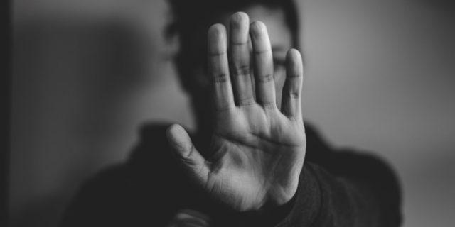 """""""No contact"""": la strategia per uscire da una relazione che fa male. Funziona?"""