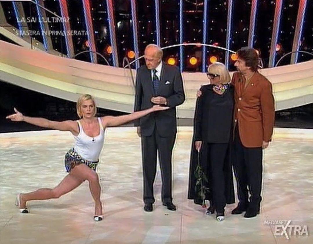 """""""Non abbiate paura!"""": Simona Ventura si mostra in bikini a 55 anni"""