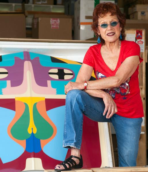 Il tavolo imbandito di vulve di Judy Chicago per tutte le donne escluse dalla Storia