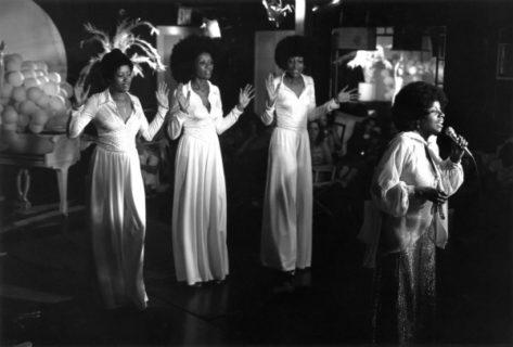 Gloria Gaynor e le ragazze che sopravvivono (molto bene) all'abbandono di un uomo