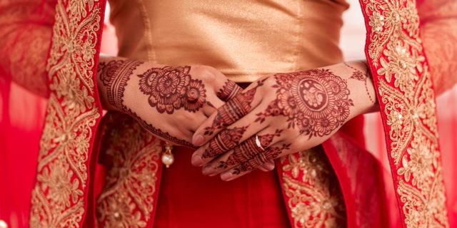 """Matrimonio combinato, la pratica di convenienza per """"liberarsi"""" delle figlie"""