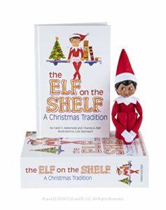 The Elf on the Shelf® Christmas Tradition - con elfo in versione ragazza di colore e occhi marroni
