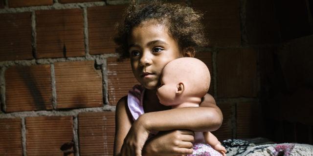 """""""Tutti gli esseri umani nascono liberi ed eguali in dignità e diritti"""": FALSO"""