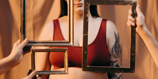 Sessualizzazione femminile: se le donne (e bambine) sono viste solo come un corpo
