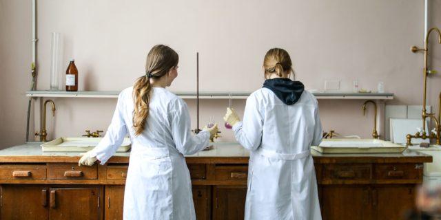 Leaky pipeline, la scienza è un tubo rotto che perde donne