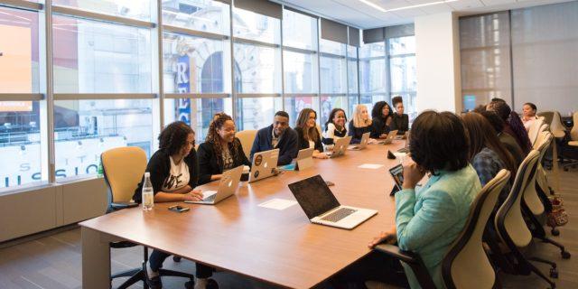 Silent meeting: che senso ha partecipare a riunioni virtuali in cui si sta in silenzio