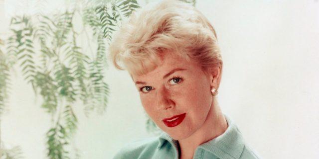 Doris Day, l'attrice che ispirò Barbie e scoprì da anziana di avere 2 anni in più