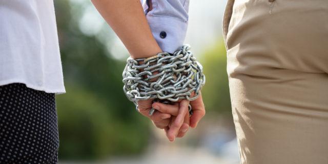 I pericoli della codipendenza e della dipendenza affettiva (e come riconoscerle)