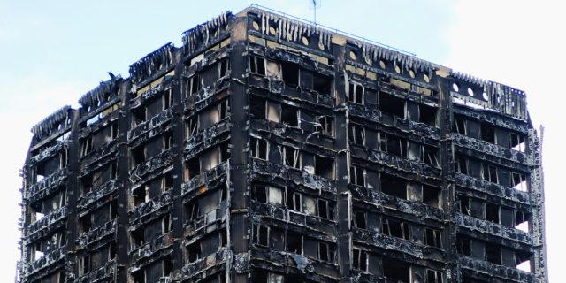 Le 72 persone morte nell'incendio di Grenfell: quando l'avidità dei ricchi uccide