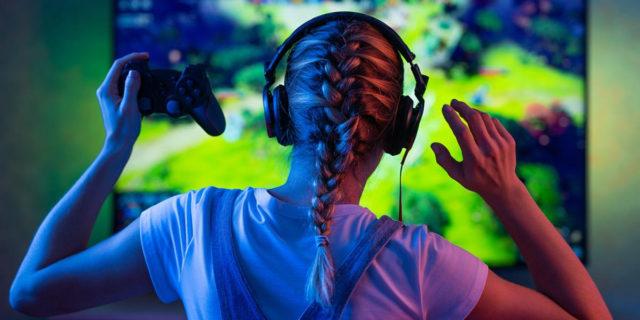 Donne gamer assenti dai posti che contano, ma quasi metà dei giocatori è donna
