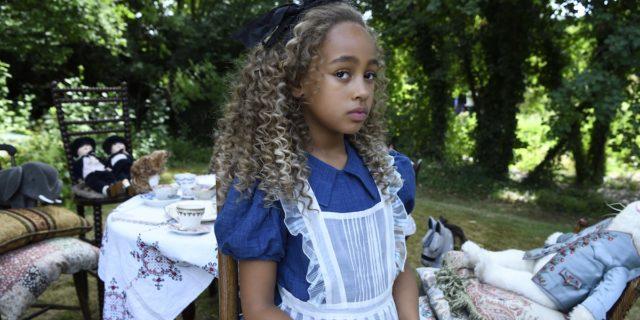 """""""Alice e Peter"""": come sin da bambini si dividono i maschi dalle """"signorine"""""""
