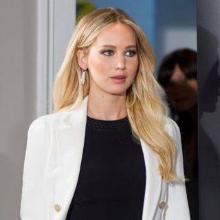 Jennifer Lawrence, l'anti-diva che non sta mai composta