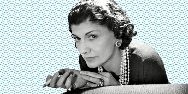 Coco Chanel, la ribelle che ci ha dato i pantaloni e liberato dai corsetti