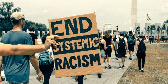 Il razzismo è sistemico e i numeri lo dimostrano