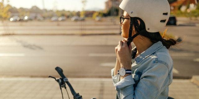 """Con Bluetooth o LED, i 4 migliori caschi """"intelligenti"""" per bici e monopattini"""