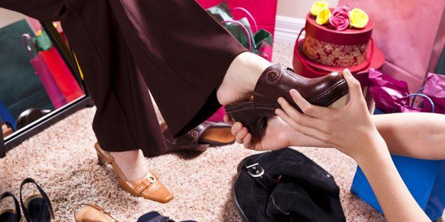 Clogs mania, la scarpa professionale diventa un trend