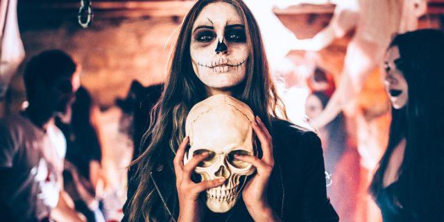 Costumi Halloween fai da te: la strega femminista, la sposa cadavere e altre idee
