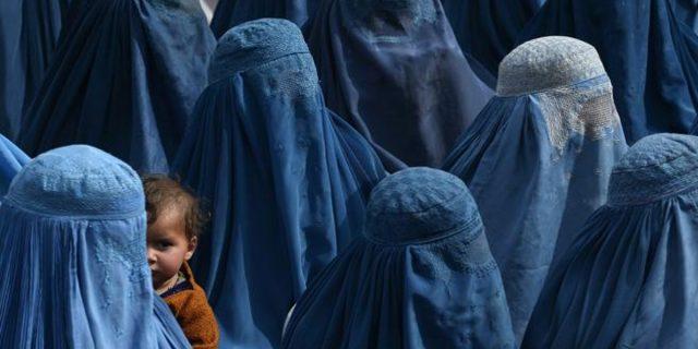 Burqa, guardiamole negli occhi: cosa ci insegnano le donne afghane!